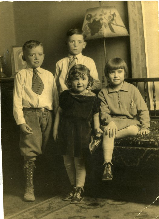Clara Lee standing in the middle siblings Richard, Wayne and Joyce